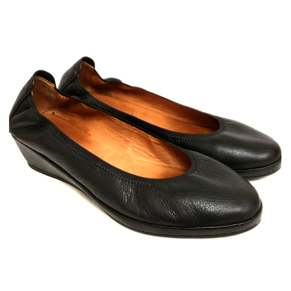 4b0d5073451 gentle souls Shoes - Gentle Souls Natalie wedge shoe